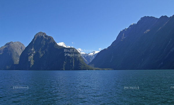 Magnificent Scenery on Milford Sound, Fjordland, South Island, New Zealand