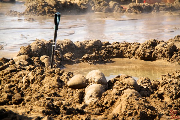 Digging at Hot water beach, Coromandel, New Zealand photo 1