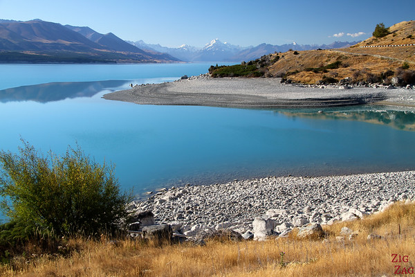 Reflections at Lake pukaki with view of Mount Cook, New Zealand