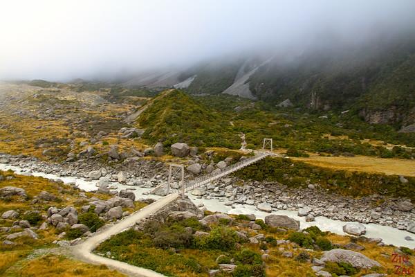 Easy hike to Hooker glacier lake - bridge