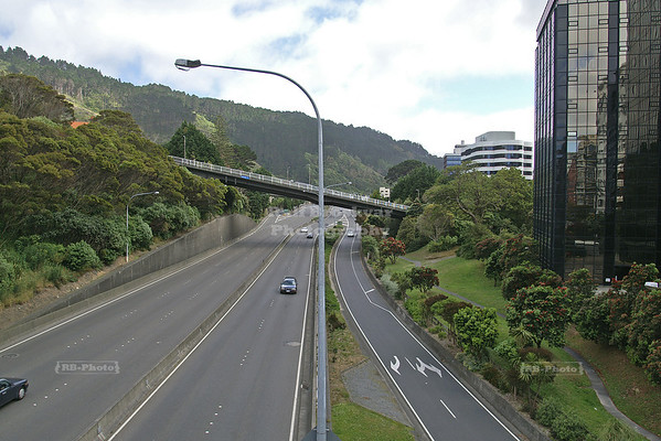State Highway 1, The Wellington Urban Motorway slicing through Wellington City, near the Botanic Garden, Wellington, North Island, New Zealand