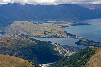 Queenstown nestled amongst the hills around Lake Wakatipu