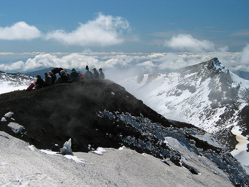 Lunchtime on the crater rim of the Mt.Tongariro