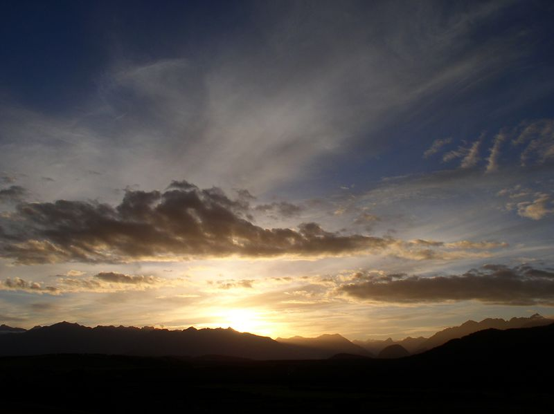 Sunset over the Fiordlands(view from the Barnyard backpackers)