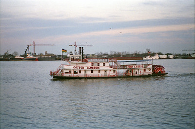Tourist Boat On the Mississippi, just out from the Riverwalk