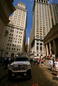 NYPD @ Wall Street. Lower Manhattan, New York, USA.