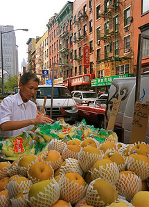 Lekker fruit in Chinatown. Manhattan, New York, USA.