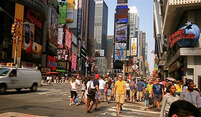 Ed crossing @ Times Square. Midtown, Manhattan, New York, USA.