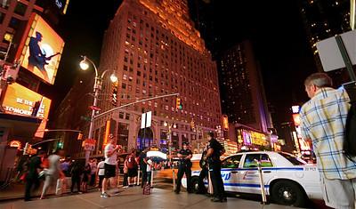 NYPD @ Times Square. Manhattan, New York, USA.
