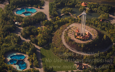 Marineland in Niagara Falls, Canada, features Sky Screamer, the world's highest triple tower ride, will take you over 137.2 metres (450 ft.) skyward giving you a thrilling ride not to mention a spectacular view of the Falls and surrounding Niagara landscape. You will also be launched up and down at speeds of up to 96 km/h (60 mph). To the left are Arctic Cove and Friendship Coves, home to Beluga and Killer Whales.
