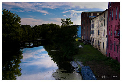 These old northeastern towns always have some old, abandoned industrial warehouses or factories.  It makes for great photo ops...that is if you like old abandoned industrial buildings.  Penn Yan, NY