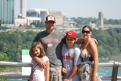 Eric, Mandy, Dylan and Madison at Niagra Falls