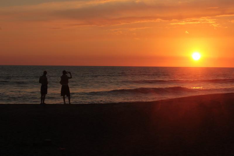 Einer unser letzten Sonnenuntergänge am Pazifik Strand.