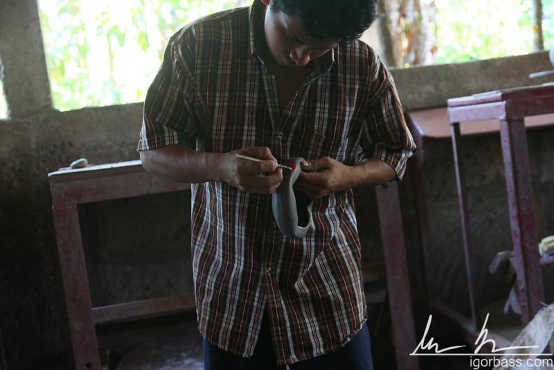 An artisan painting a clay bowl, San Juan de Oriente