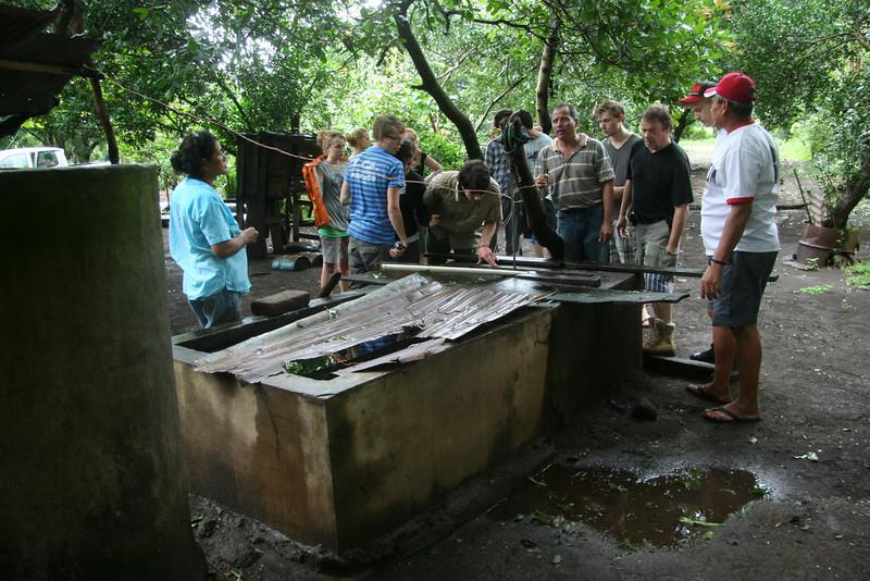 Der Brunnen des Bauerns misst 30 Meter Tiefe. Hier muss eine Anlage komplett neu aufgebaut werden.