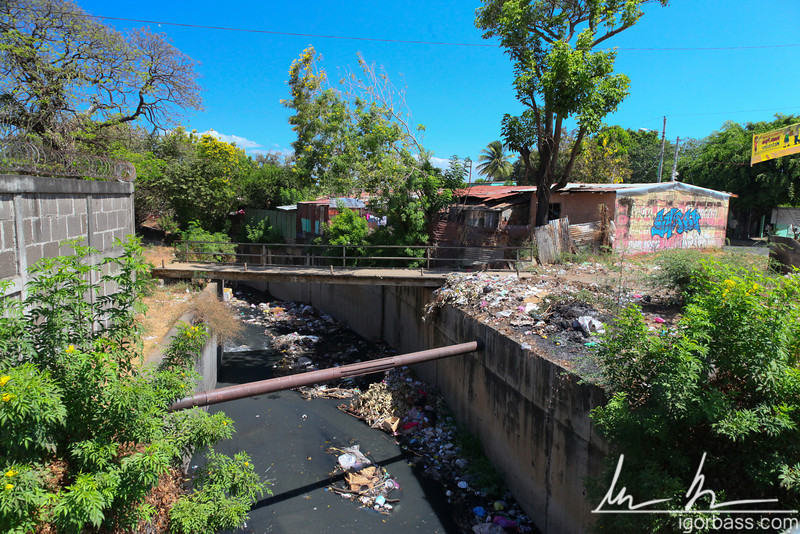 Family houses near a polluted waterway, Managua
