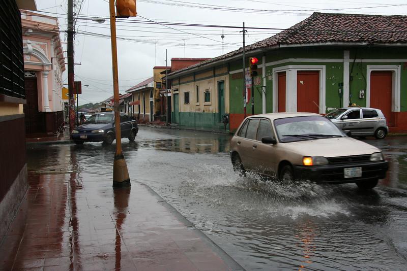 Eine Straße in Léon. Es ist halt Regenzeit.