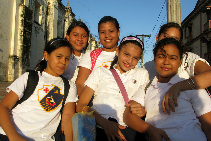 Schoolgirls in front of the Catedral