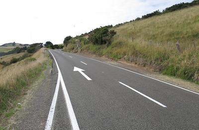 Overal pijlen op de weg in verband met ongevallen tgv keuze links rijden.