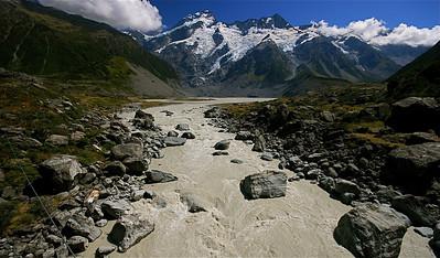 Hooker River & Mount Sefton, Mount Cook National Park. Zuidereiland, Nieuw-Zeeland.