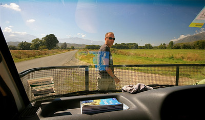Walking the roads. Zuidereiland, Nieuw-Zeeland.