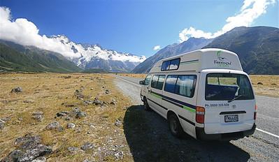 Freedom campertje in Mount Cook National Park. Zuidereiland, Nieuw-Zeeland.