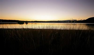 Zonsondergang Lake Tekapo. Tekapo, Zuidereiland, Nieuw-Zeeland.