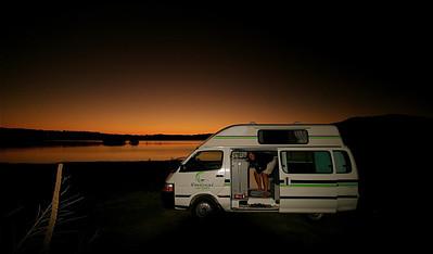 Vrij kamperen aan Lake Tekapo. Zuidereiland, Nieuw-Zeeland.