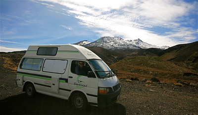 On the road again @ Mount Ruapehu, Tongariro National Park. Noordereiland, Nieuw-Zeeland.