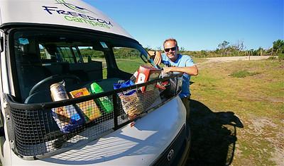 Boodschappen doen met de Freedom Camper. Noordereiland, Nieuw-Zeeland.