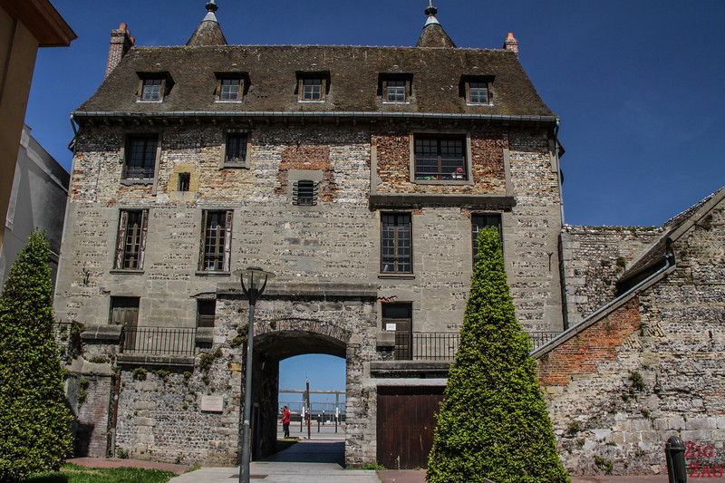 Tourelles - historical gate from sea to town