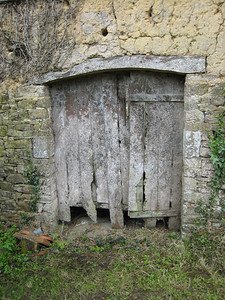 An interesting derelict door at the back of the cottage.