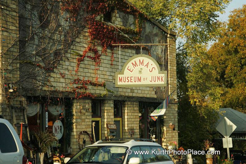 Emma's Museum of Junk was closed.<br /> There are no set hours.<br /> If the sign says open it is open.<br /> If it says closed it is closed.