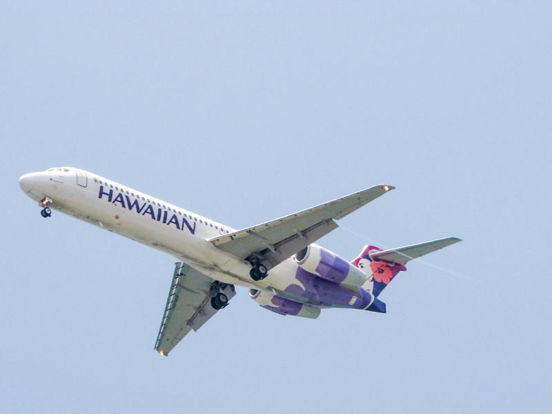 A Hawaiian Airlines 717 approaches KOA, seen from Mahaiula Bay in Kekaha Kai State Park on the Big Island.