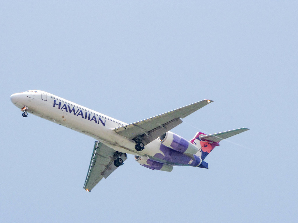 A Hawaiian Airlines 717 approaches KOA, seen from Mahaiula Bay in Kekaha Kai State Park on the Big Island.