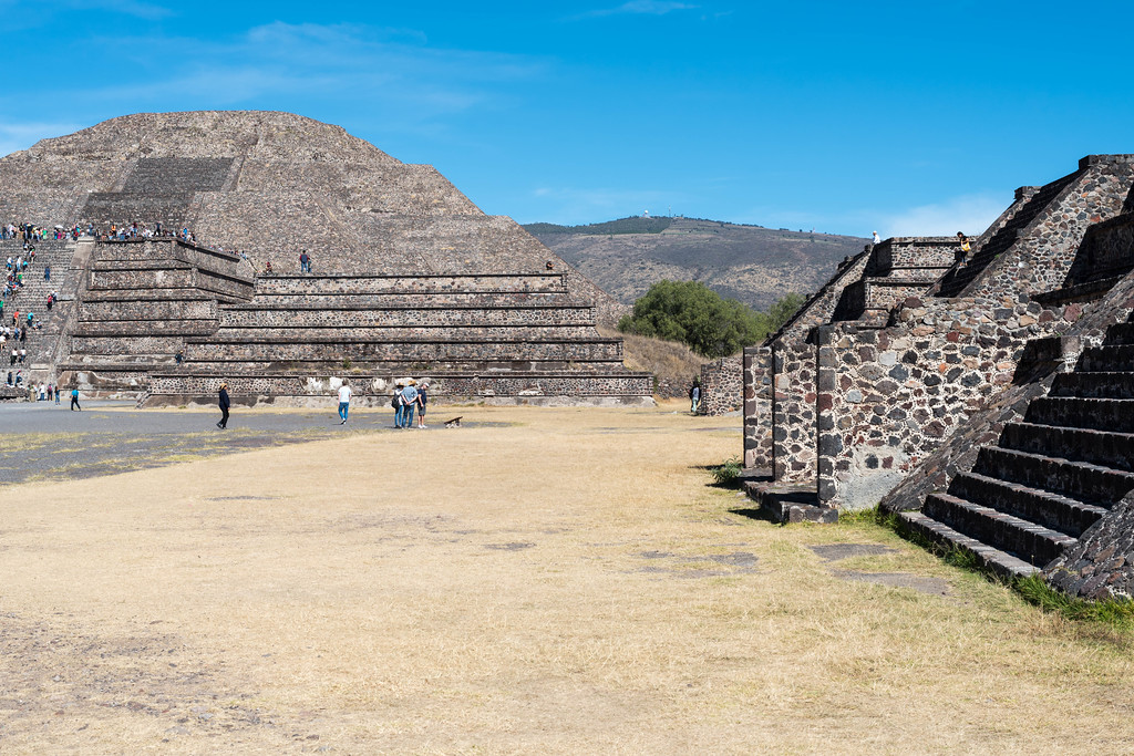 Plaza of the Pyramid of the Moon