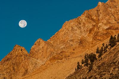 Moonset and Peaks at North Lake