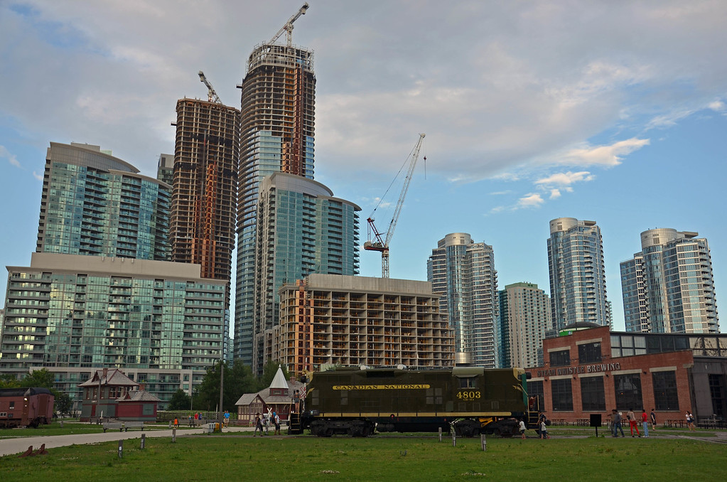 Booming construction in downtown Toronto