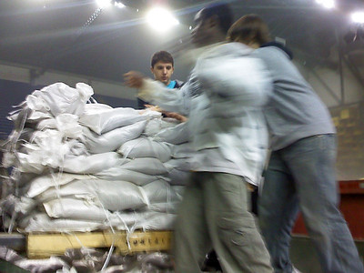 Unloading a pallet