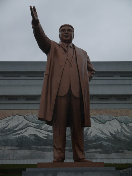 Kim Il Sung - photos without the entire body are deleted