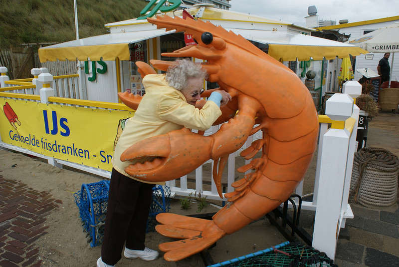 Grammy is from Maine. Mainers do strange things when they see lobsters. (Photo in the coastal town of Zandvoort, Holland.)