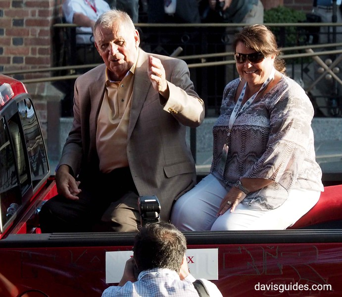 Bobby Cox in Hall of Fame parade