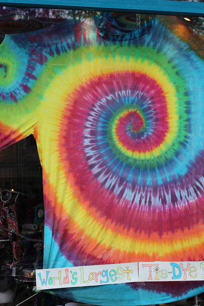 The world's largest tie-dye t-shirt!