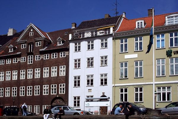 The middle house is the house of Hans Christian Anderson. It is beside the main canal in Copenhagen.