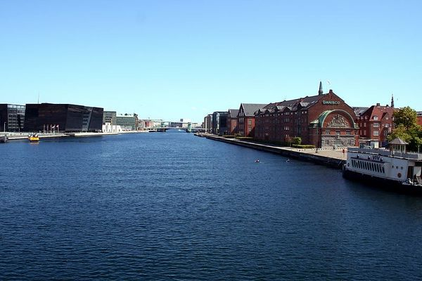There are modern buildings right across from warehouses dating from the 17th century along the grand canal in Copenhagen
