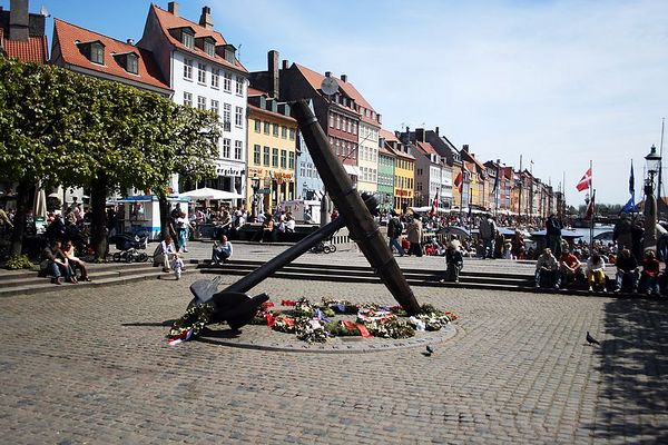 This anchor is a monument to sailors who perished at sea. It is at the head of the canal.