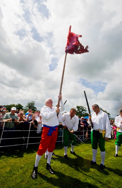 """The Battle of the Boyne between King William of Orange and King James is reinacted at the annual """"Sham Fight"""" Pageant celebrated at Scarva Co. Down on 13 July every year (2)"""