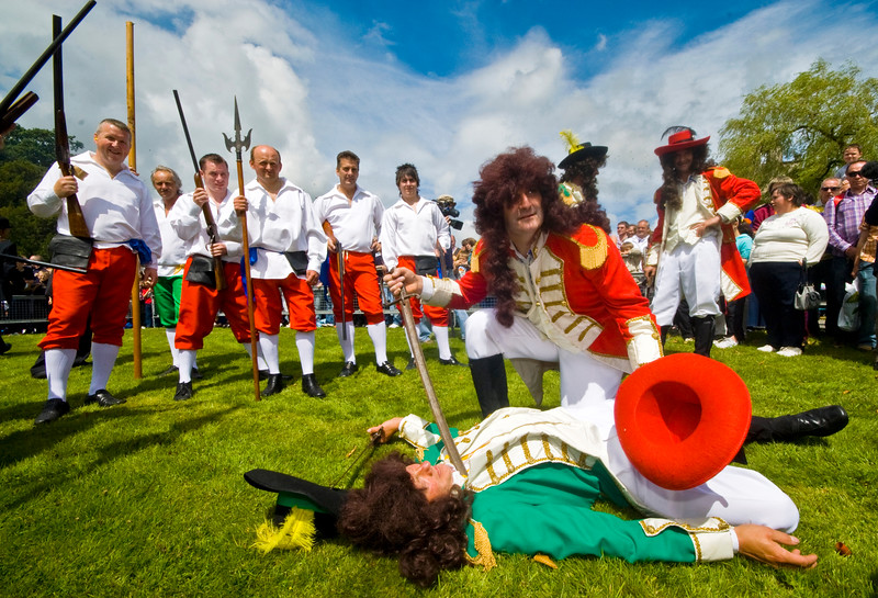 "The Battle of the Boyne between King William of Orange and King James is reinacted at the annual ""Sham Fight"" Pageant celebrated at Scarva Co. Down on 13 July every year (3)"