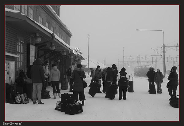 Waiting for the 10:30 train...<br /> Kiruna 2011