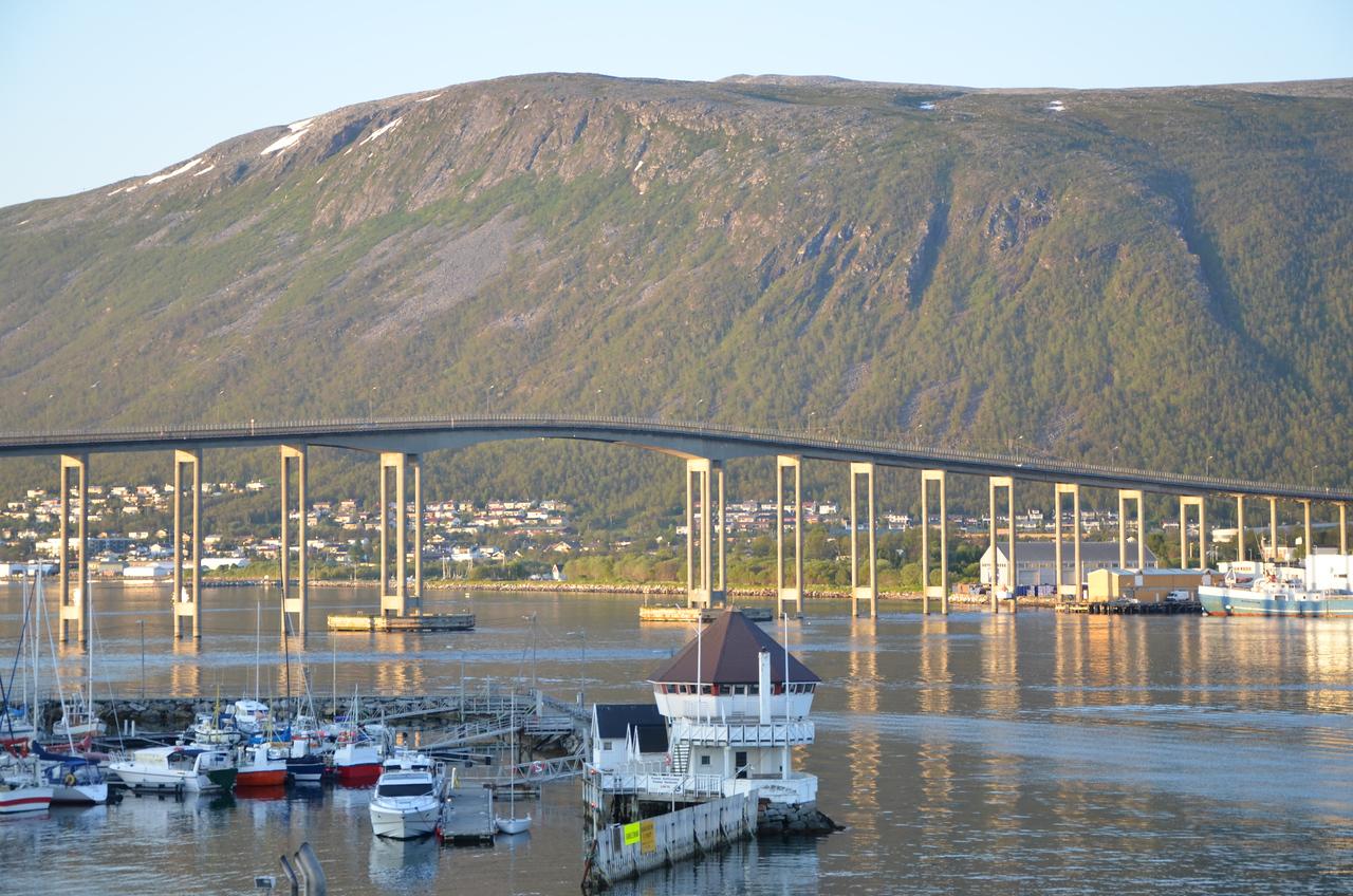 Tromsø bridge, 1:00 AM